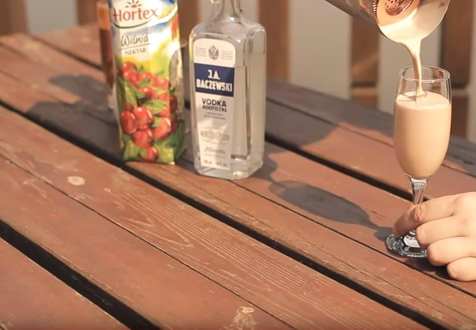 Deserowy drink z wódką i likierem czekoladowym