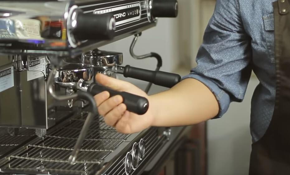 Akademia  Koktajl.tv - Jak zrobić perfekcyjne espresso.