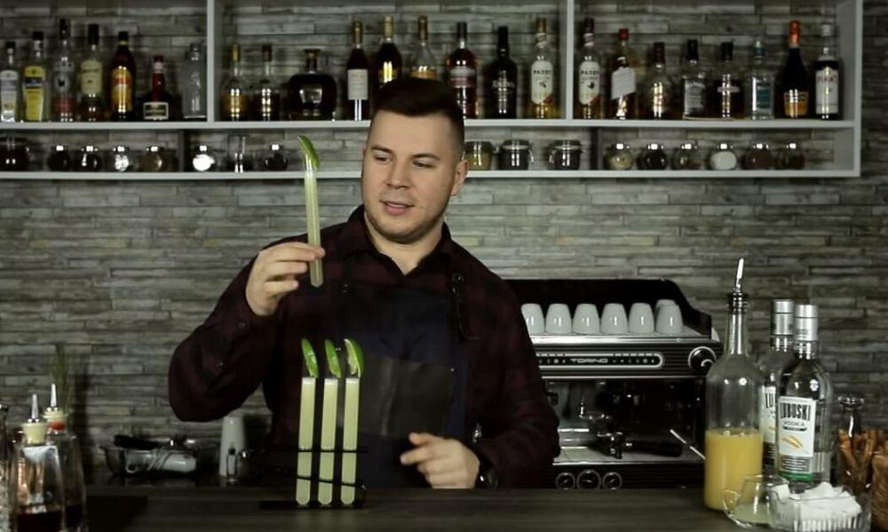 Jak zrobić Kamikaze w probówkach z sokiem z Antonówek!