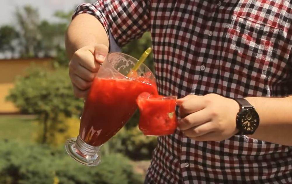 Jak zrobić lemoniadę truskawkową z imbirem domowym sposobem.