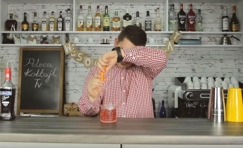 Negroni - klasyczny, wytrawny  koktajl z ginem, campari i wermutem.