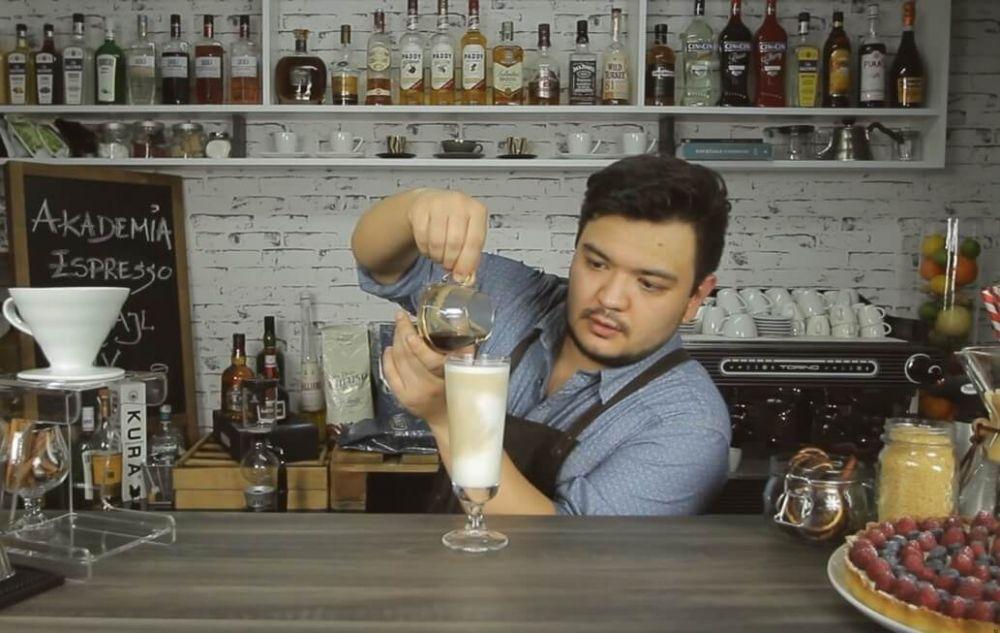 Jak zrobić Cafe latte - mleczną kawę warstwową.