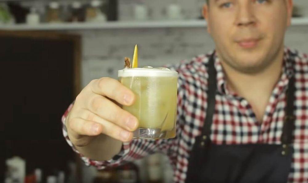 Jak zrobić whisky sour - orzeźwiający drink z whisky.