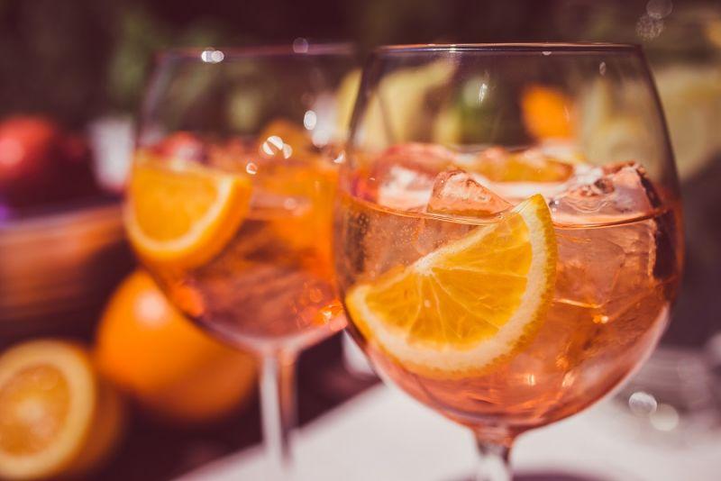 Przepis na drinka Aperol Spritz. Letni drink z Aperolem i Prosecco