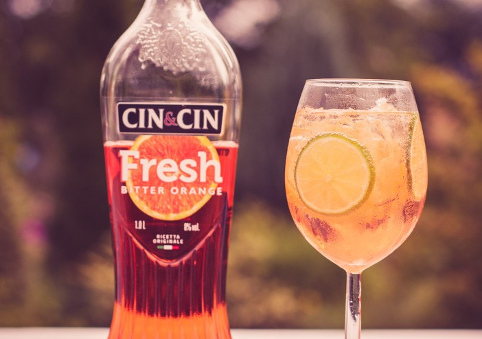 Banalnie prosty drink z Cin&Cin Fresh: Bitter Orange i Spritem.
