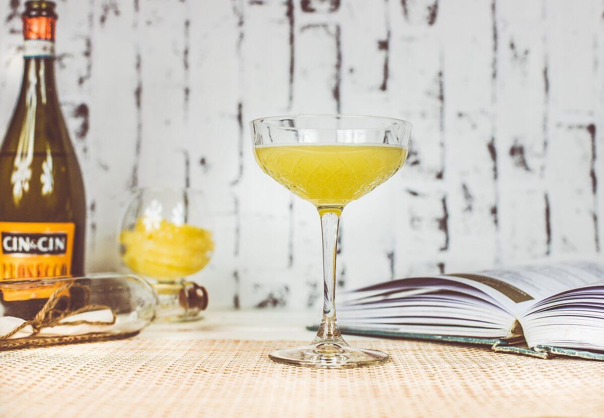 Pineapple Express - egzotyczny drink z dodatkiem prosecco.