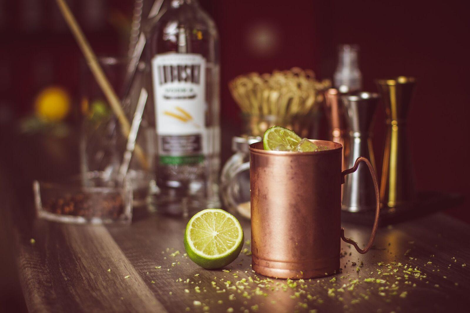 Moscow Mule - mocny drink z wódką i piwem imbirowym.