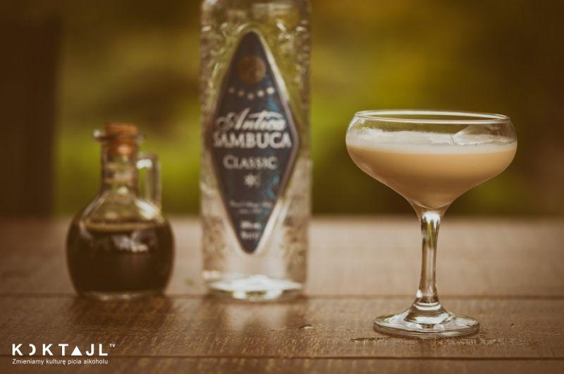 Cafe Romano - kremowy drink z Sambuca i likierem kawowym