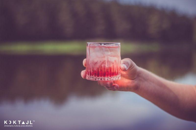 Orzeźwiający drink z rumem na Aperitif