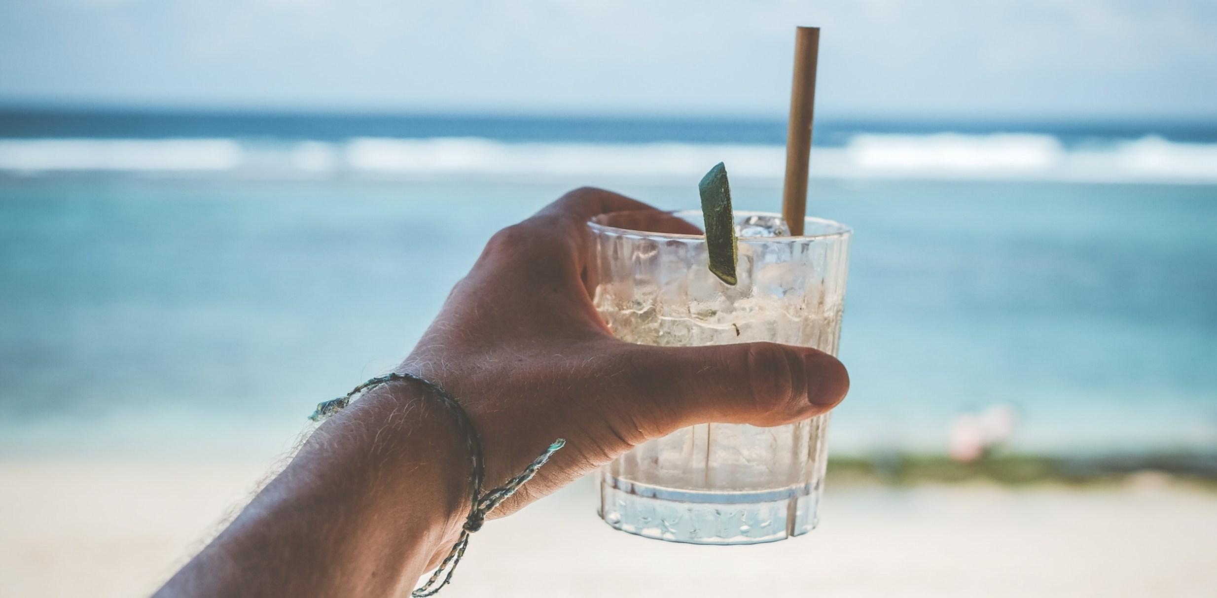 Drinki na lato - zestawienie najlepszych orzeźwiających wakacyjnych przepisów.
