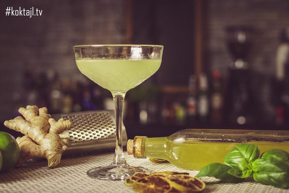 Gimlet. Orzeźwiający drink z ginem i kordiałem limonkowym domowej produkcji.