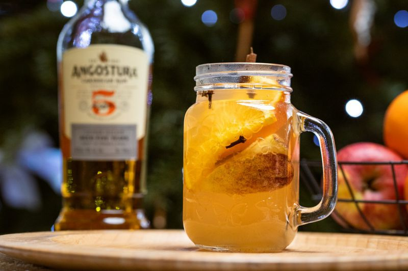 Grzany rum z owocami. Przepis na grzańca z rumu