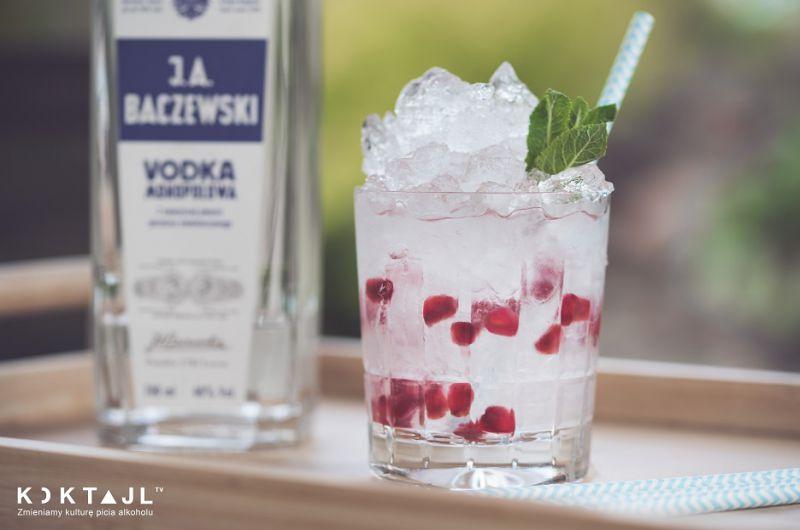 Alkoholowa lemoniada z wódką i granatem