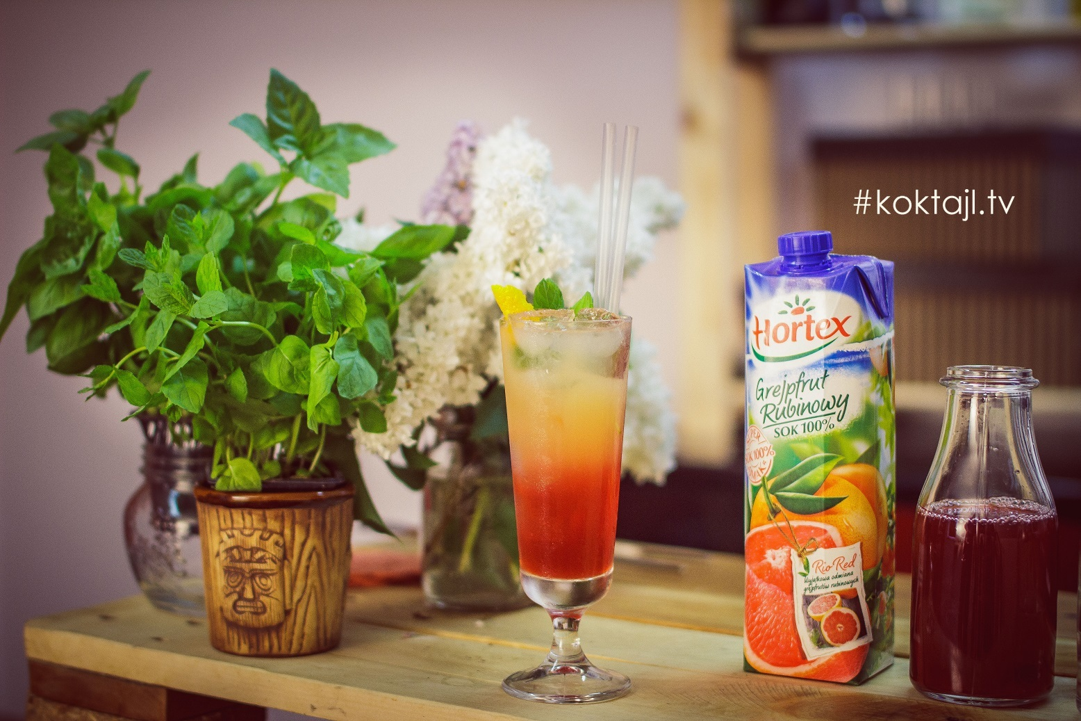 Sea Breeze - orzeźwiający warstwowy drink z wódką i sokiem żurawinowym.