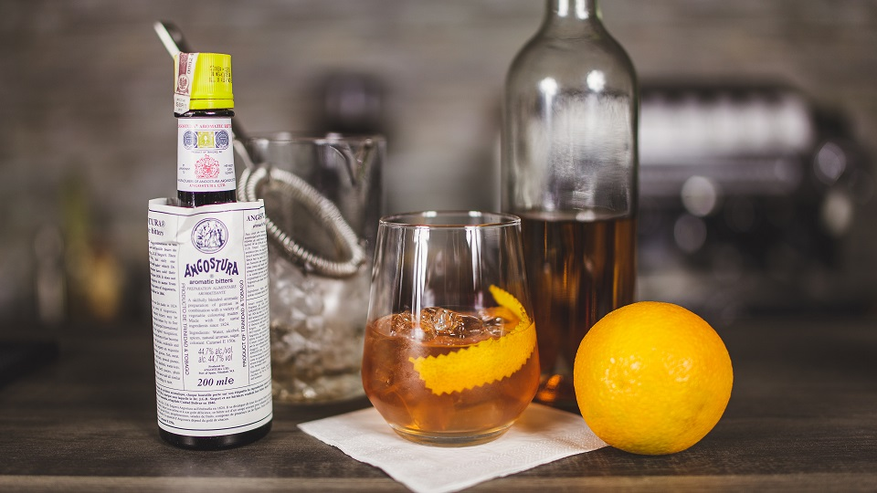 Old Fashioned - drink z whisky z czasów prohibicji.