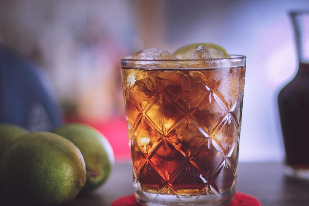 Whisky z colą. Proporcje i przepis.