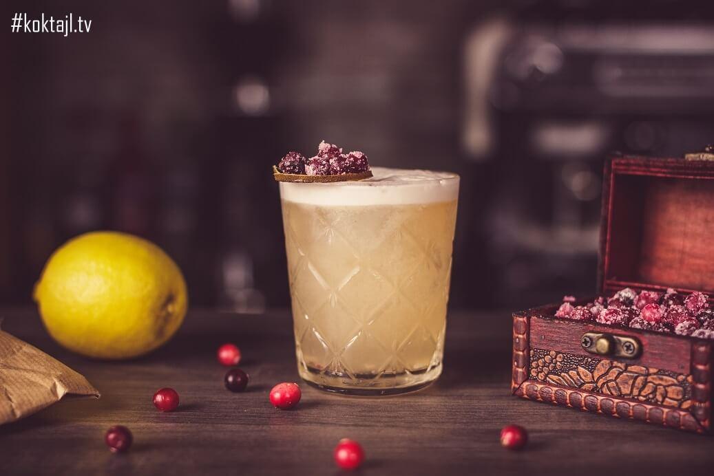 Świąteczny whisky sour z żurawiną. Bożonarodzeniowy drink!