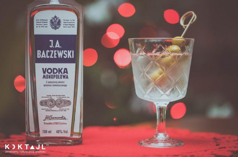 Wódka Martini – przepis na  klasyczny i mocny drink z wódką