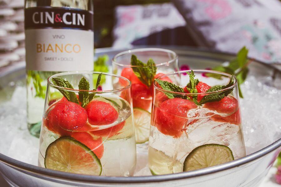 Arbuzowy drink z białym winem na lato.