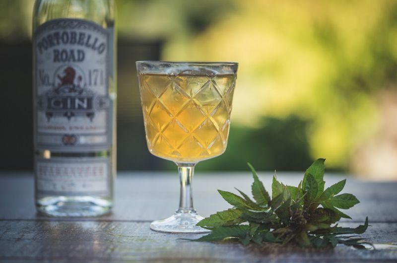 Przepis na drinka Bronx. Klasyczny koktajl z ginem i wermutem.