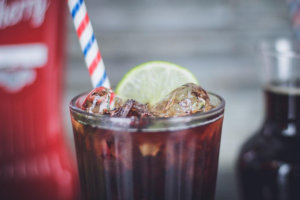 Cin Cin Cherry z coca colą! Zimowy drink o smaku wiśni.