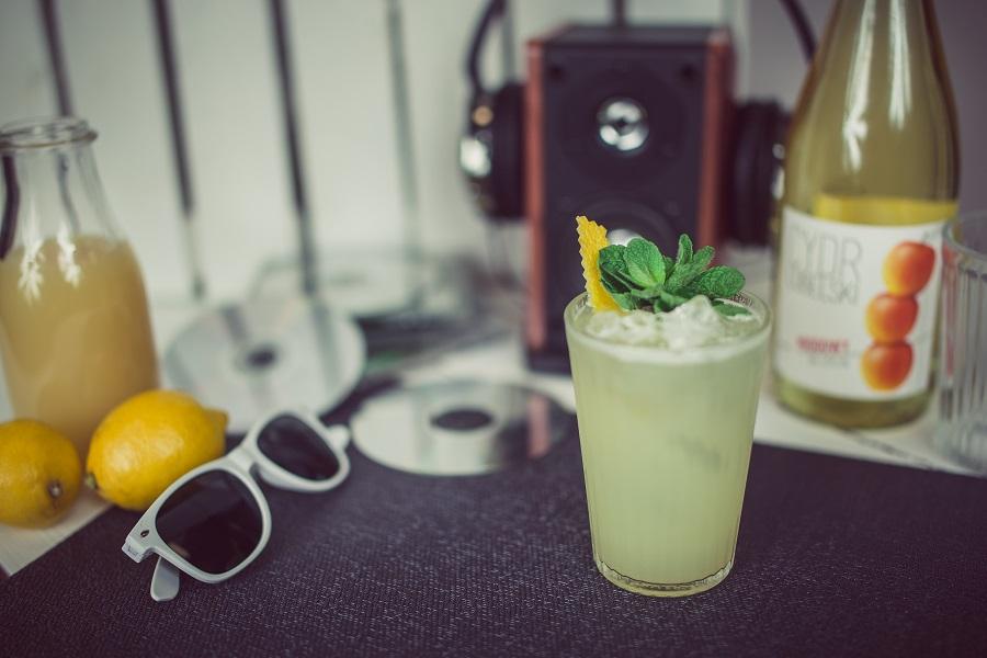 Bison Grass Fizz - drink z cydrem miodowym i żubrówką