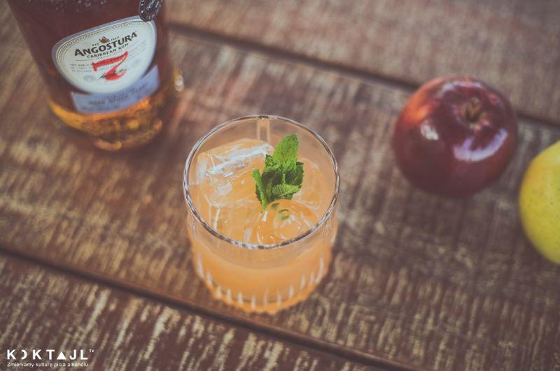 Treacle - półwytrawny drink z ciemnym rumem i sokiem jabłkowym!