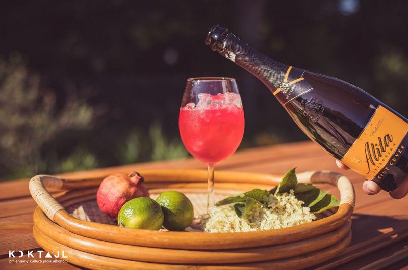 Pomegranate Spritz - kobiecy drink na lato z winem musującym