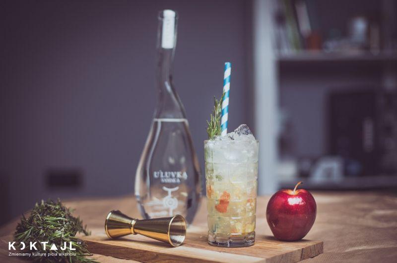 Jabłkowo miodowy Collins - drink z wódką i świeżym jabłkiem