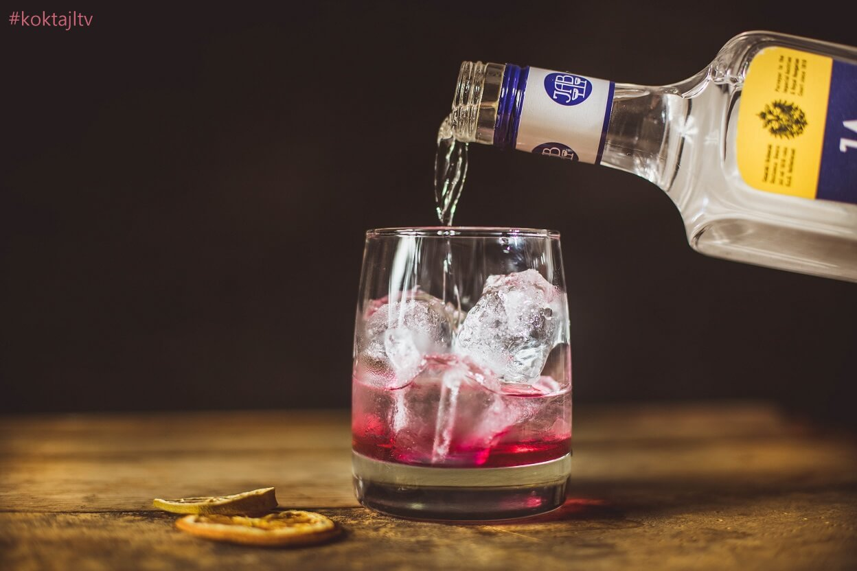 Przepis na najlepszy gin z tonikiem i hibiskusem dla kobiety!