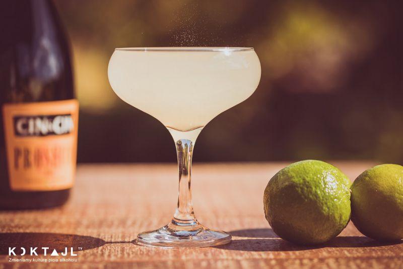 Prosecco Gimlet! Orzeźwiający drink z kordiałem z limonki