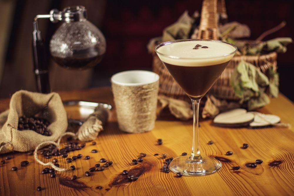 Brandy Coffee Martini - pobudzający, deserowy drink z kawą.