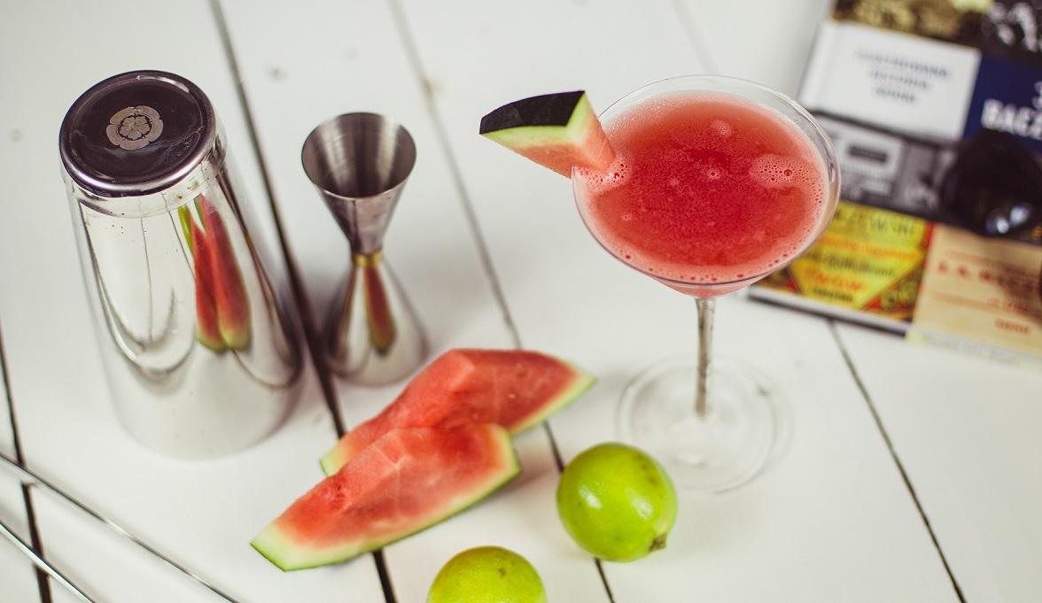 Arbuzowe Martini - drink na lato z arbuzem i alkoholem.