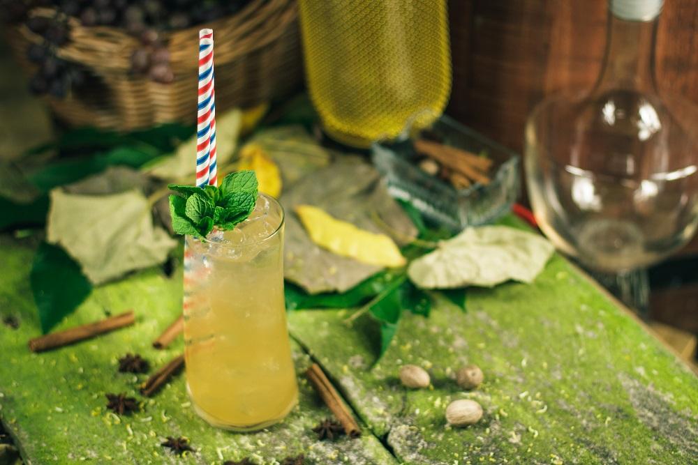 Kwitnący Sad - mocny drink z brandy i likierem brzoskwiniowym.