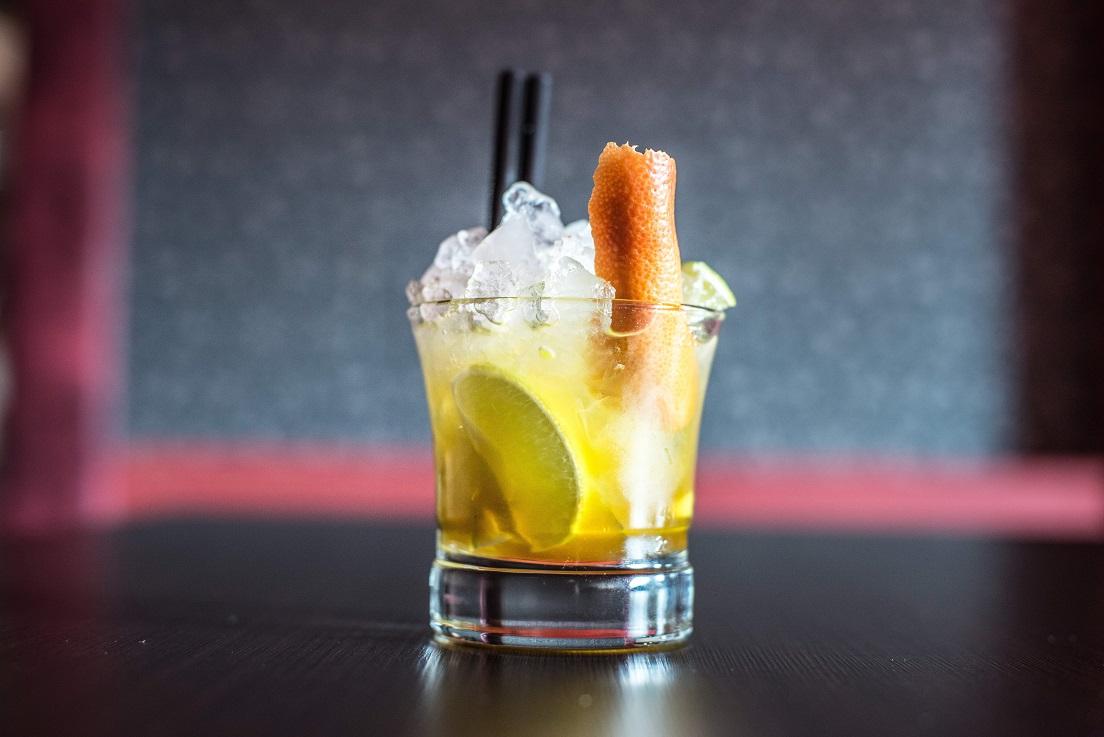 Mango Caipirovska - przepis na mango drinka z wódką