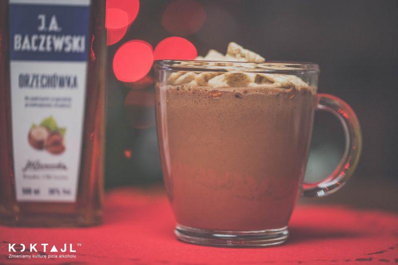 Gorąca czekolada z orzechówką domowym sposobem