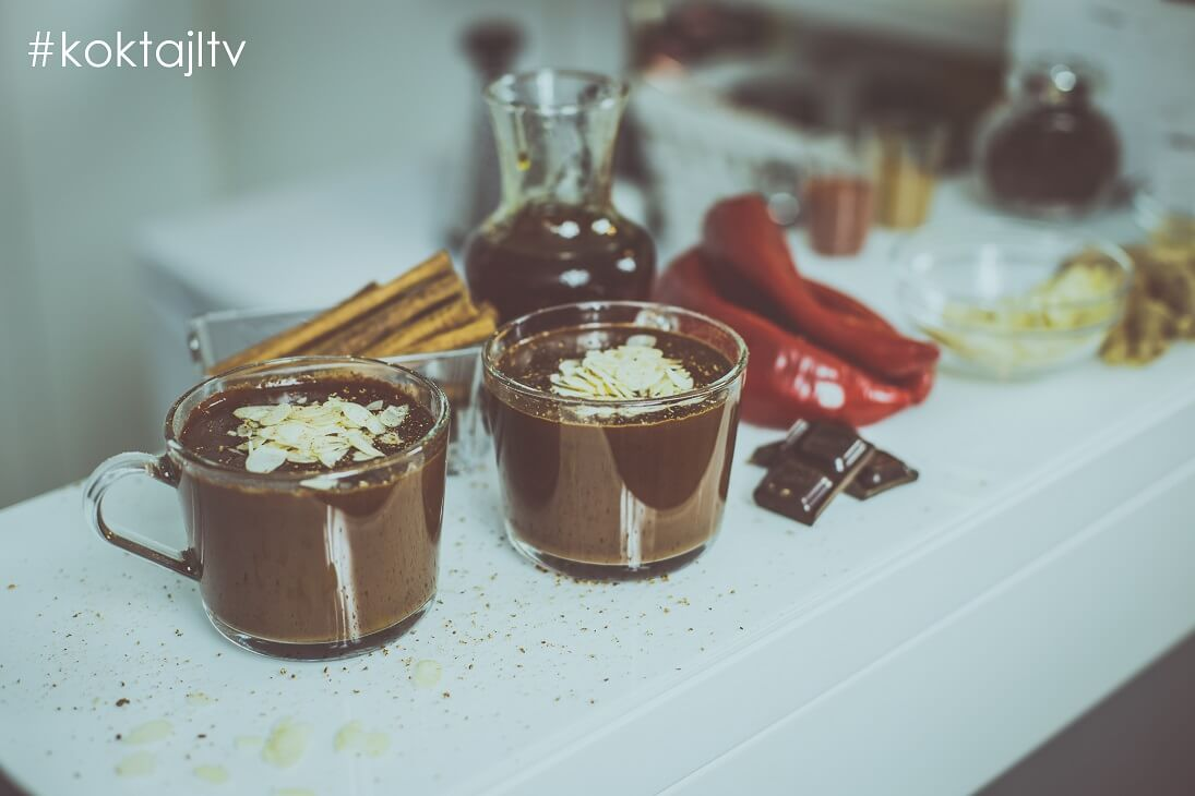 Przepis na rozgrzewającą gorącą czekoladę FIT z chili!