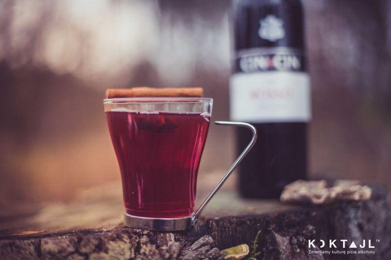 Grzaniec z czerwonego wina z sokiem jabłkowym - przepis nie tylko dla kobiety