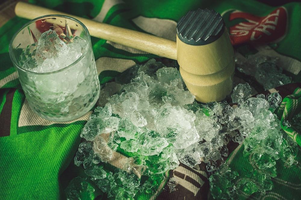 Jak zrobić kruszony lód domowym sposobem.