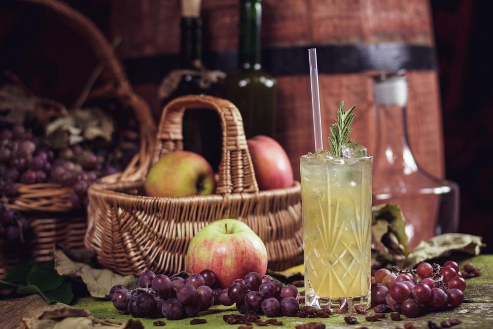 Whisky Apple Fizz - drink z whisky, jabłkami i cynamonem!