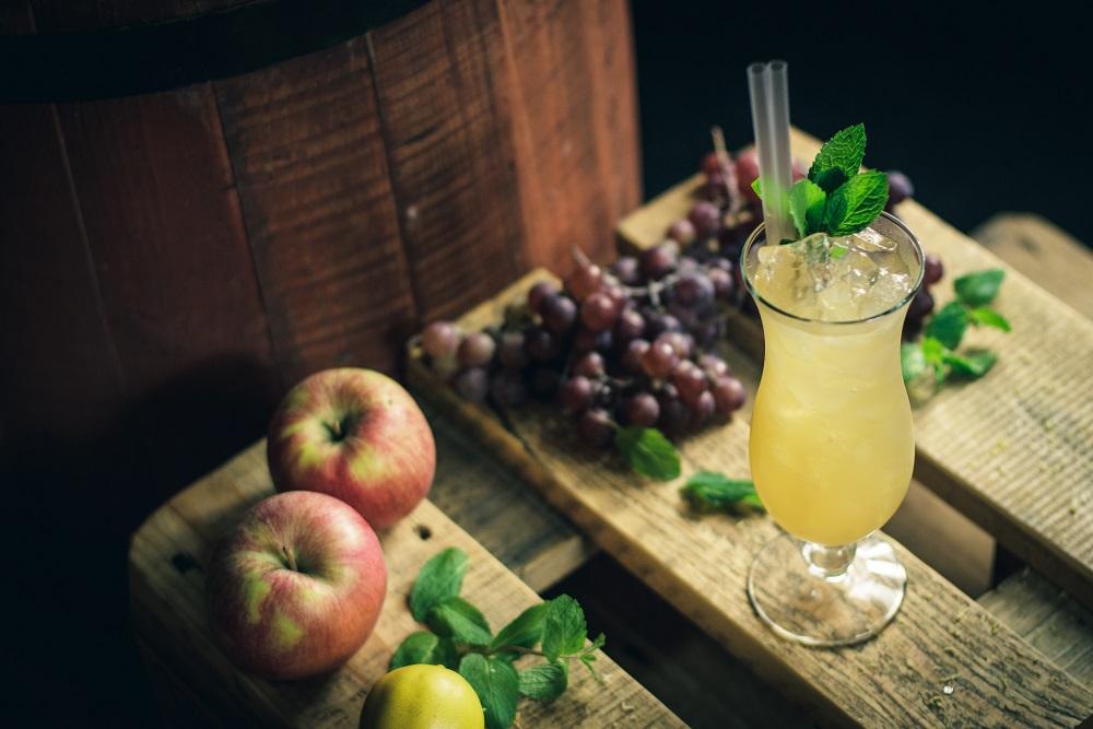 Jabłkowa rozkosz - jabłkowy drink z wódką i lemoniadą.