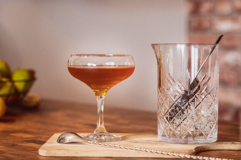 Przepis na drinka Manhattan.
