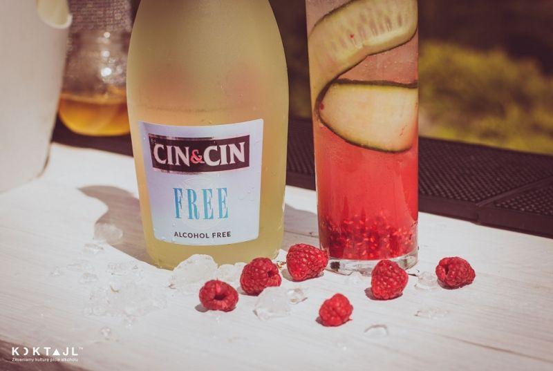 Bezalkoholowy drink z ogórkiem i malinami