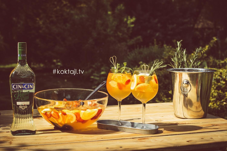 Lemoncini Punch - przepis na owocowy poncz z wermutem wzmocniony wódką.