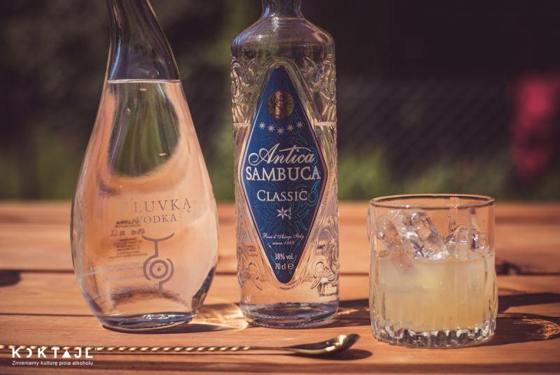 Buca Alma - słodki drink z sambucą, wódką i amaretto