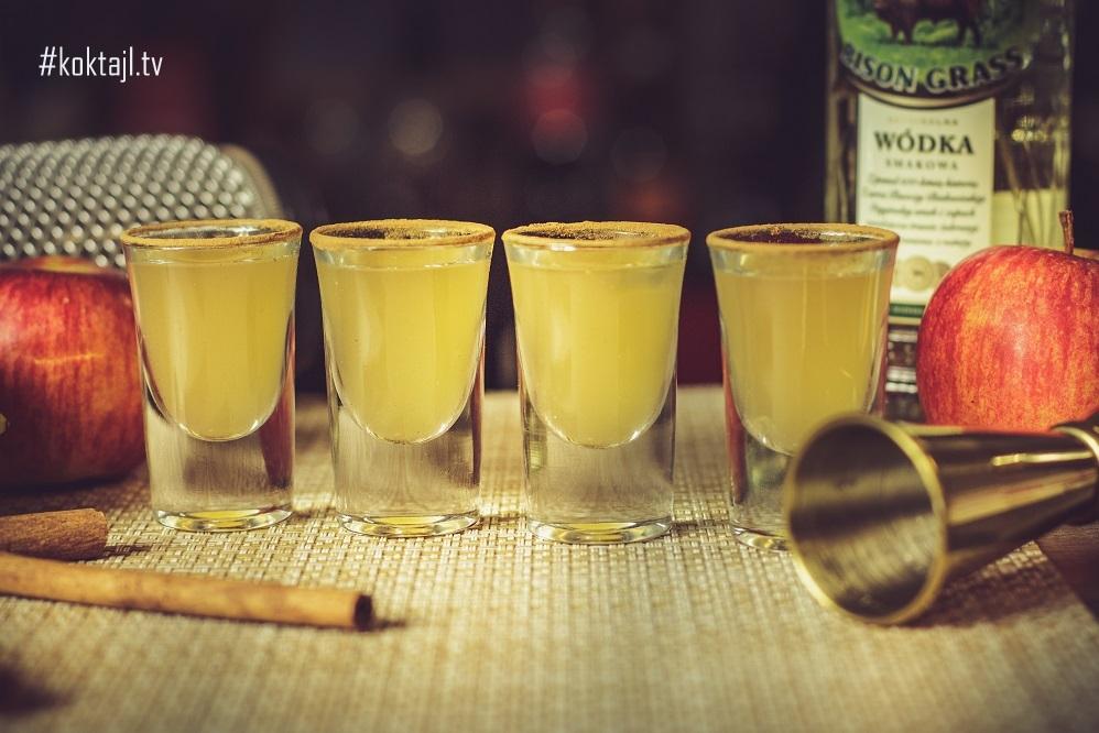 Imprezowe shoty z żubrówką i cynamonem.