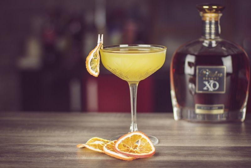 Sidecar - przepis na drinka z koniakiem.