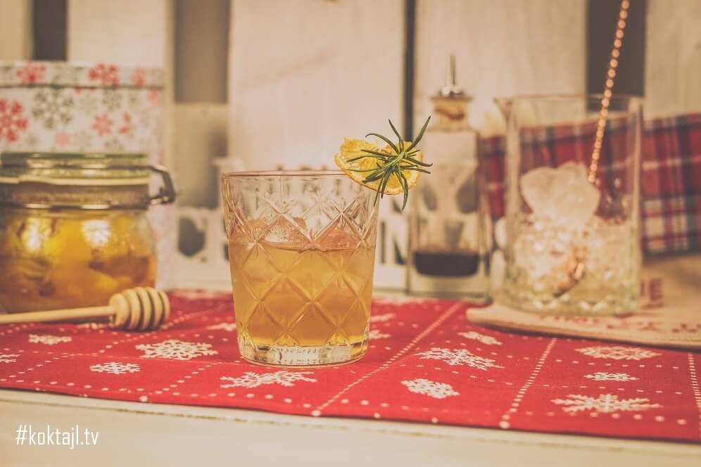 Świąteczny drink z whisky i domową angosturą. Przysmak Mikołaja.
