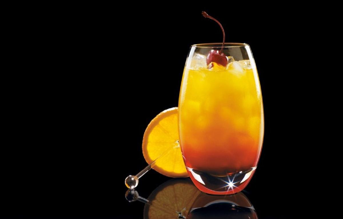 Tequila Sunrise przepis. Kolorowy drink z grenadyną.