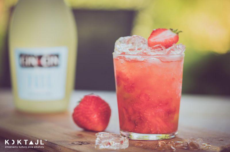 Bezalkoholowa Caipirovska Truskawkowa – orzeźwiający drink na lato